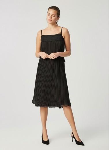 Monamoda Katlı Askılı Piliseli Şifon Elbise Siyah